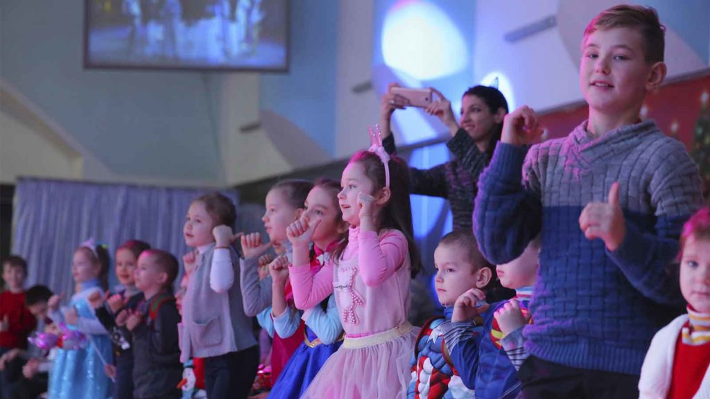Zaporozhye Enterprises of Metinvest Presented a New Year's Fairy Tale to 7200 Kids